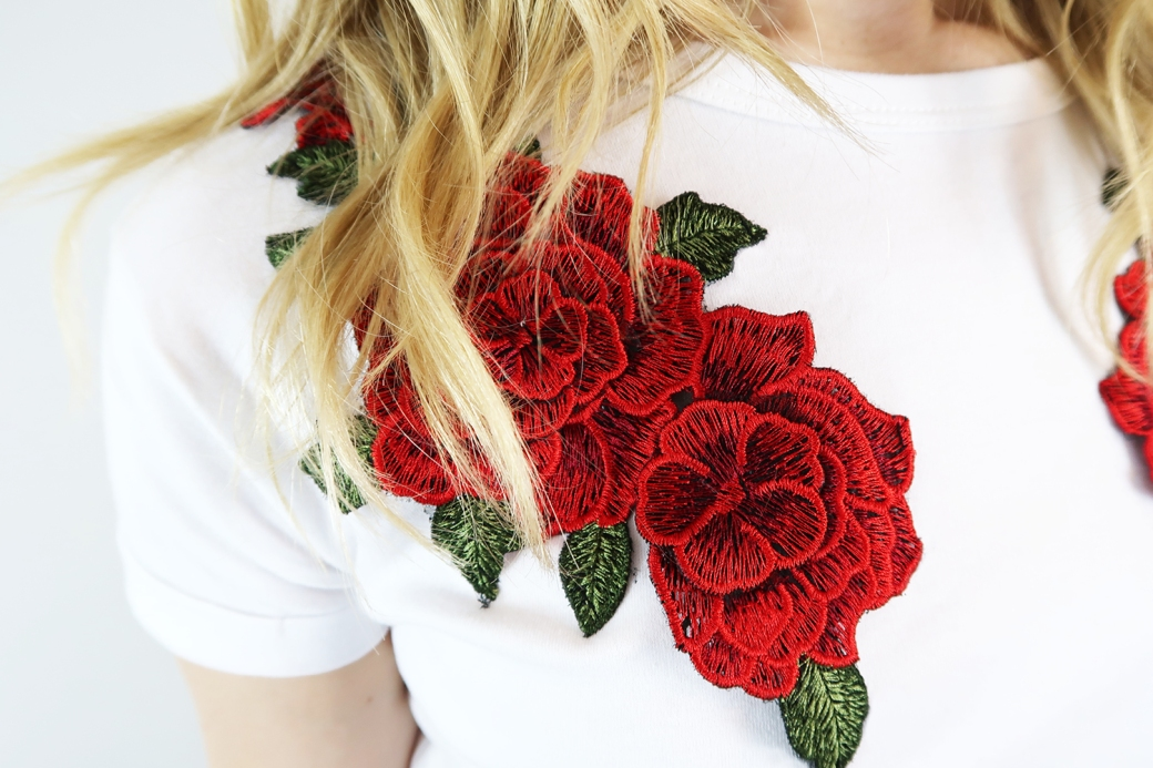 quiz x gabby rose embroidered t-shirt details