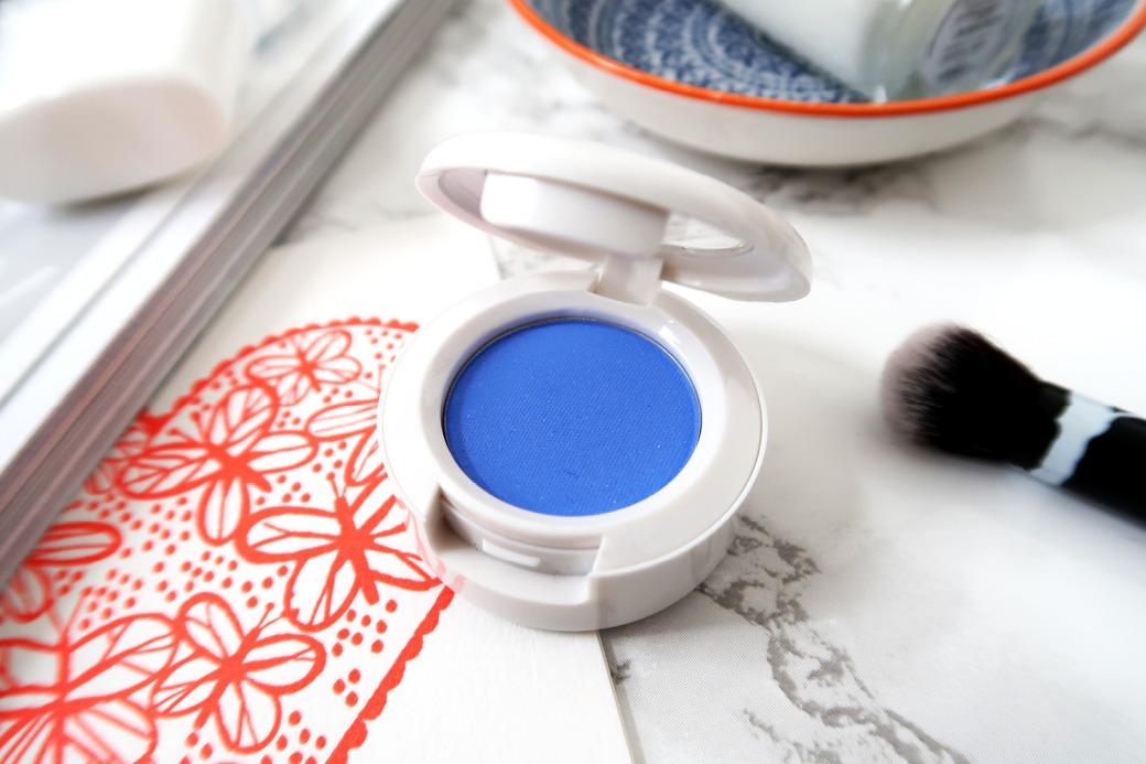 wonderland makeup flatlay - eyeshadow